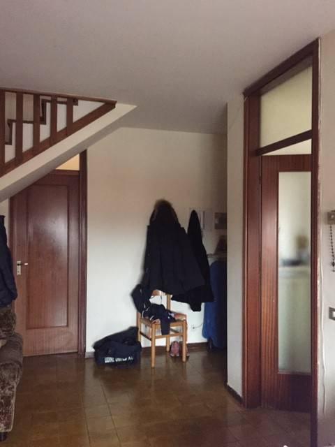 Appartamento in buone condizioni in affitto Rif. 9213212