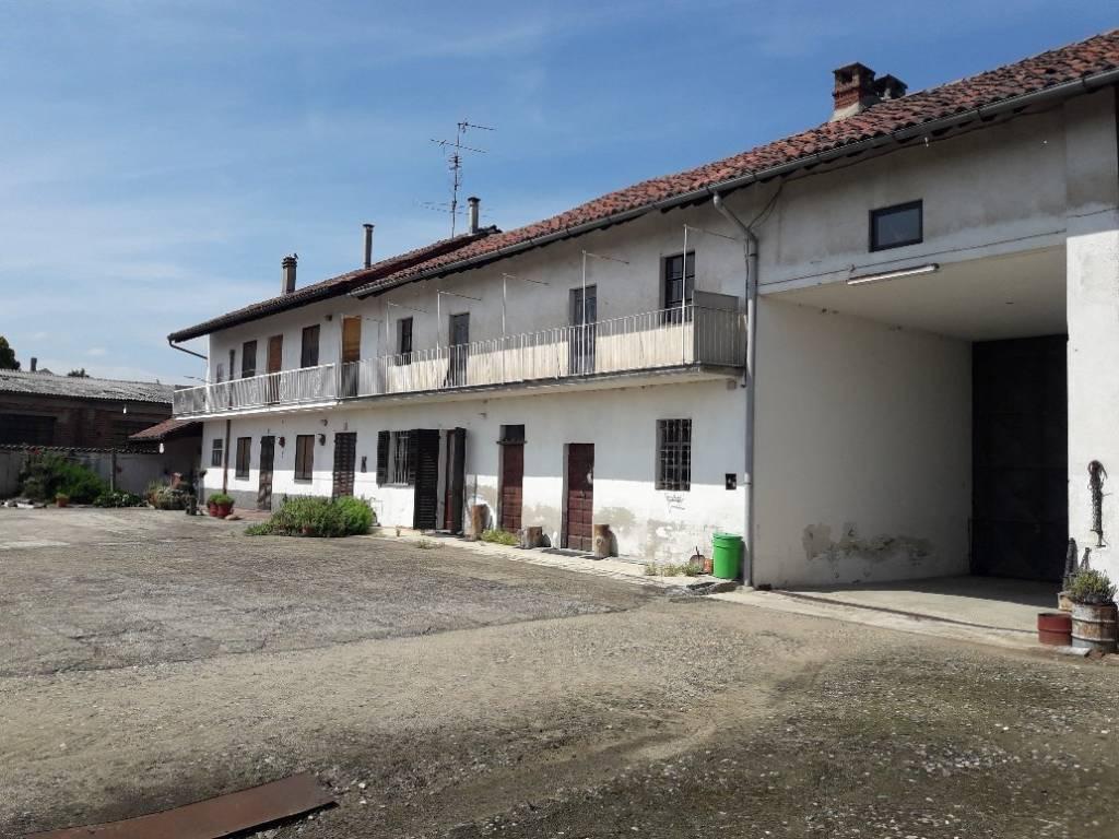 Rustico / Casale in buone condizioni parzialmente arredato in vendita Rif. 9306727