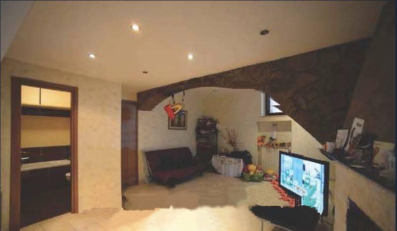 Appartamento in buone condizioni in vendita Rif. 9308888