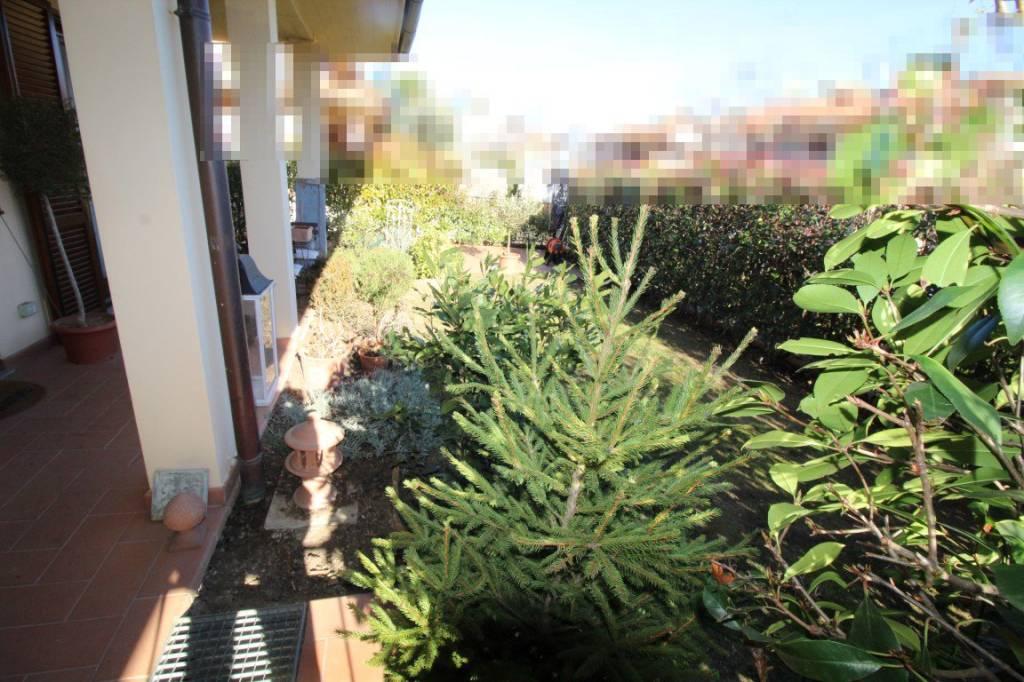 Appartamento in buone condizioni in vendita Rif. 9305298