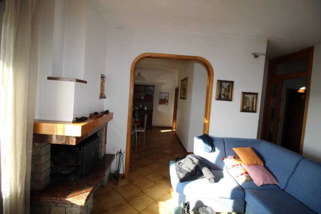 Appartamento in buone condizioni in vendita Rif. 9305301