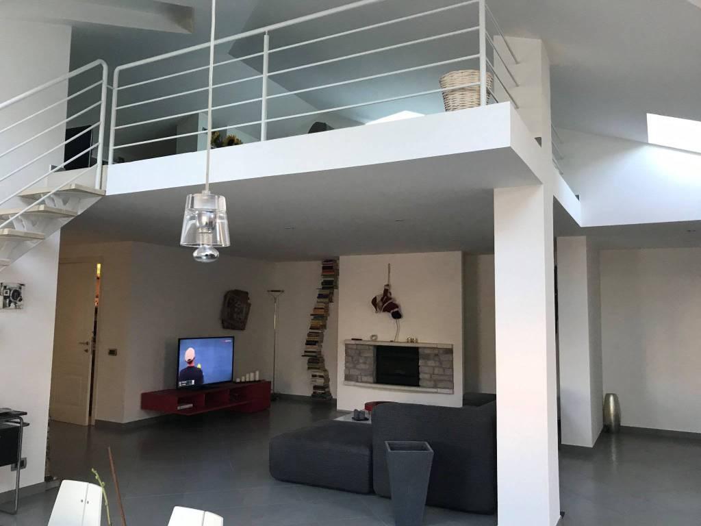 Appartamento parzialmente arredato in vendita Rif. 9305888
