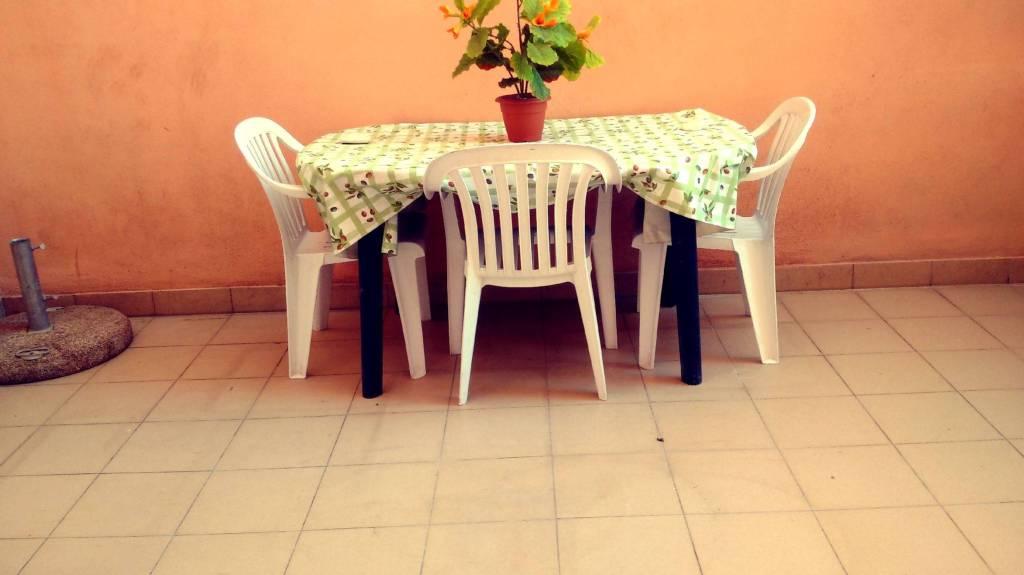 Appartamento in buone condizioni arredato in affitto Rif. 9306162