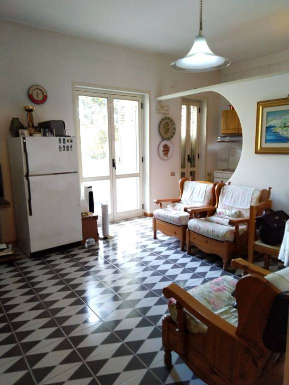 Appartamento in buone condizioni in vendita Rif. 9302658