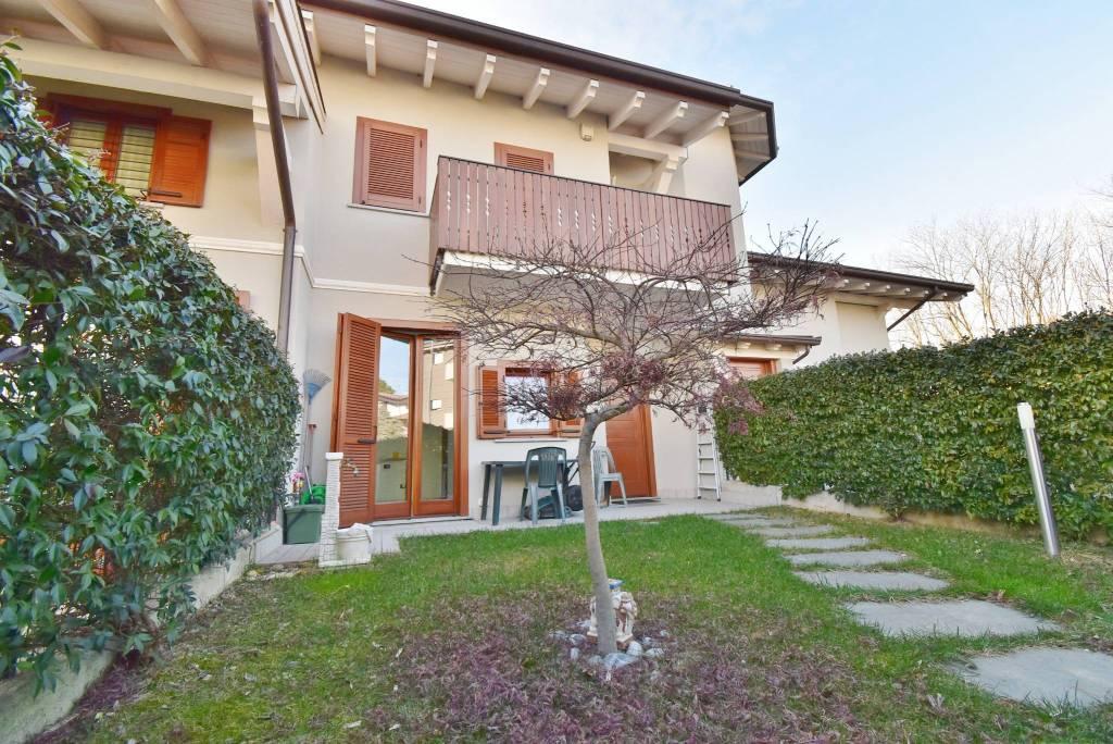 Appartamento in buone condizioni in vendita Rif. 9305443