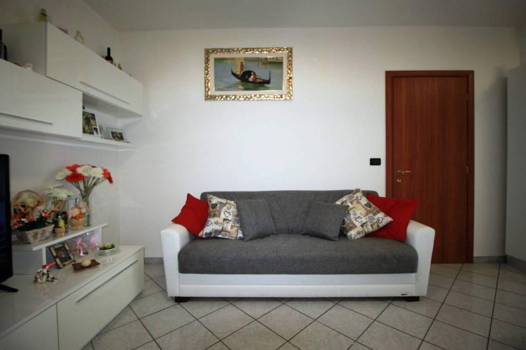 Appartamento in buone condizioni in vendita Rif. 9307862