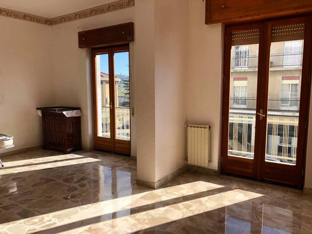 Vendesi appartamento di 160 mq zona Sacra Famiglia.