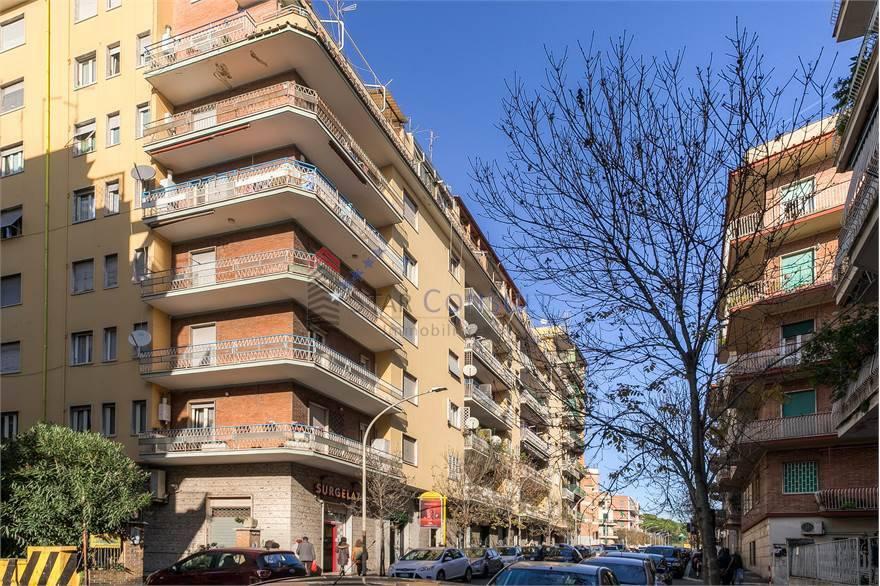 Appartamento in vendita a Roma, 4 locali, zona Zona: 16 . Appia nuova - Alberone - Colli Albani, prezzo € 480.000 | CambioCasa.it