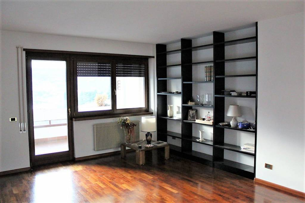 Appartamento in ottime condizioni in vendita Rif. 9306899