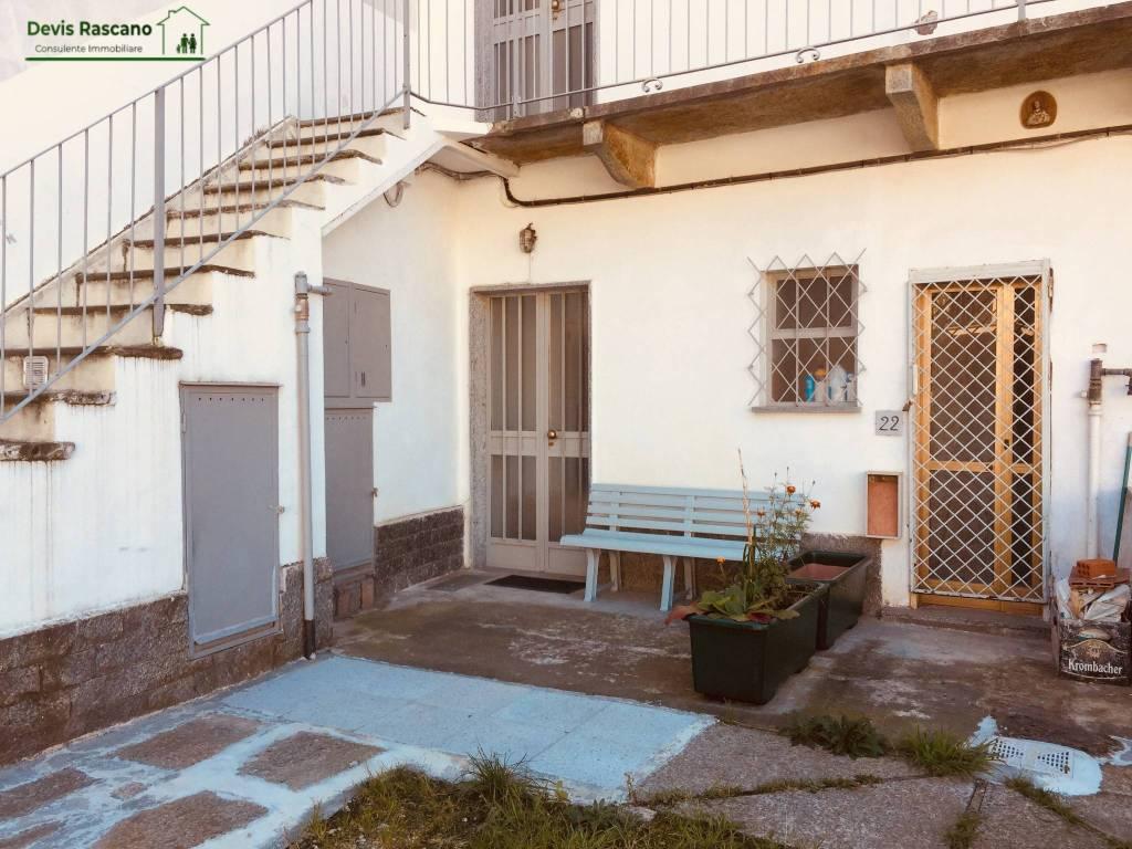 Appartamento in buone condizioni arredato in affitto Rif. 8593950