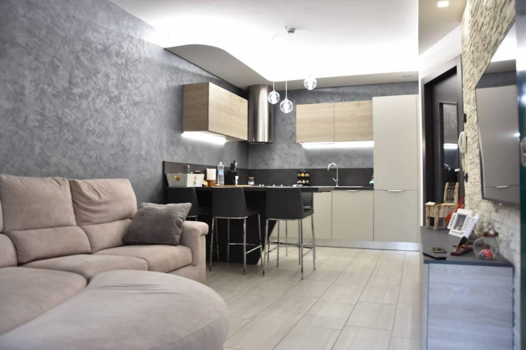 Appartamento in ottime condizioni arredato in vendita Rif. 9308379