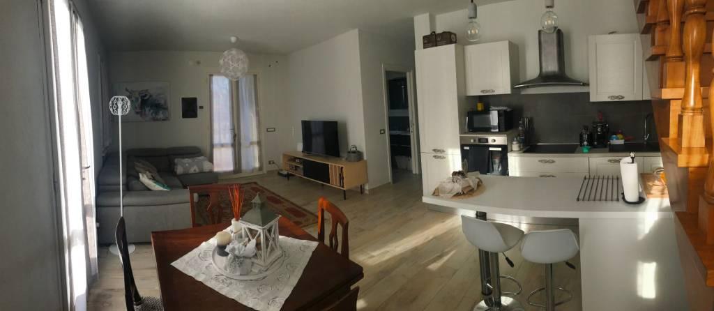 Appartamento in ottime condizioni parzialmente arredato in vendita Rif. 9308687