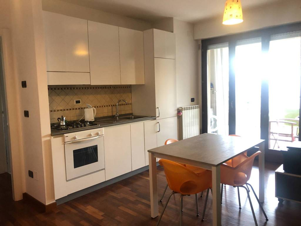 Appartamento in buone condizioni arredato in vendita Rif. 9309401