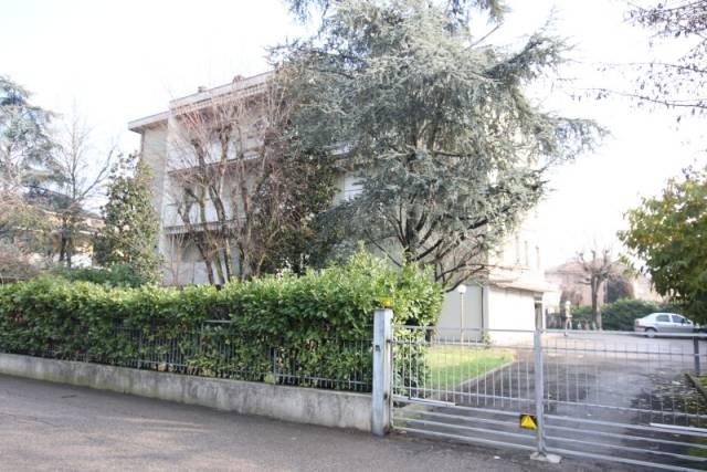 Appartamento in buone condizioni in vendita Rif. 6205461