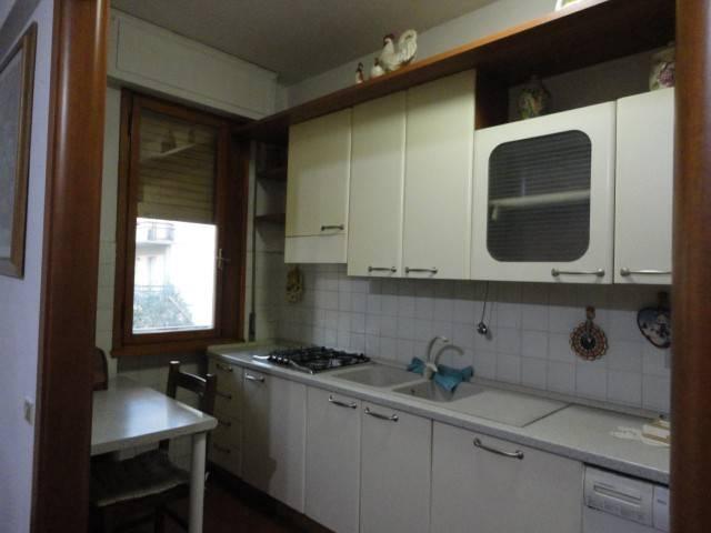 Appartamento in buone condizioni parzialmente arredato in affitto Rif. 9305206