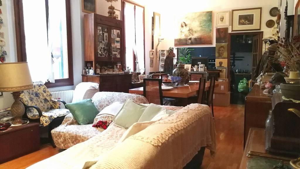 Appartamento in vendita 4 vani 117 mq.  via Riva di Reno Bologna