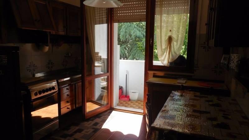 Appartamento in buone condizioni arredato in affitto Rif. 9302634