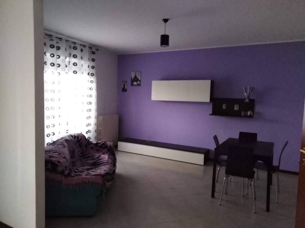 Appartamento in buone condizioni parzialmente arredato in affitto Rif. 9306308