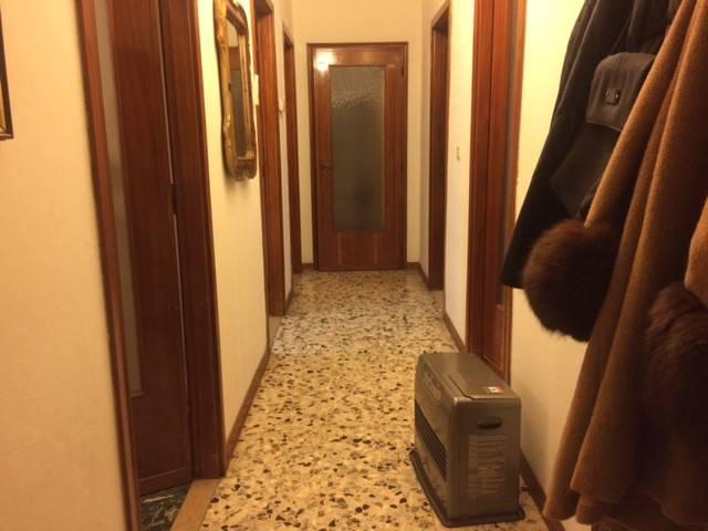 Appartamento in buone condizioni in vendita Rif. 9306778