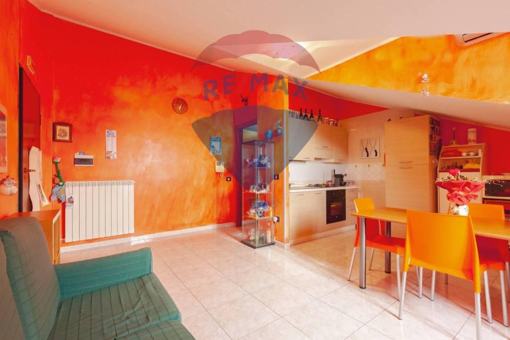 Appartamento in buone condizioni in vendita Rif. 9309354