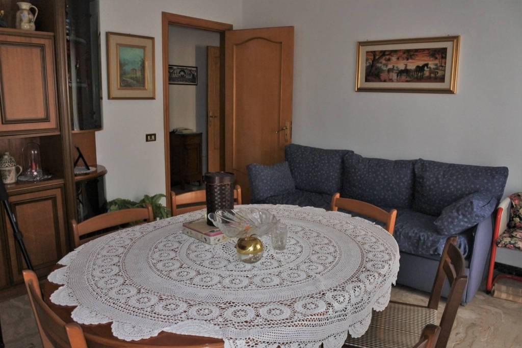 Appartamento in buone condizioni in vendita Rif. 9319538