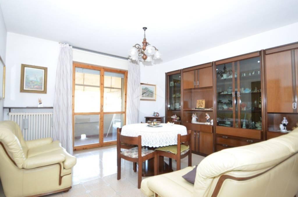 Appartamento in buone condizioni in vendita Rif. 9307925