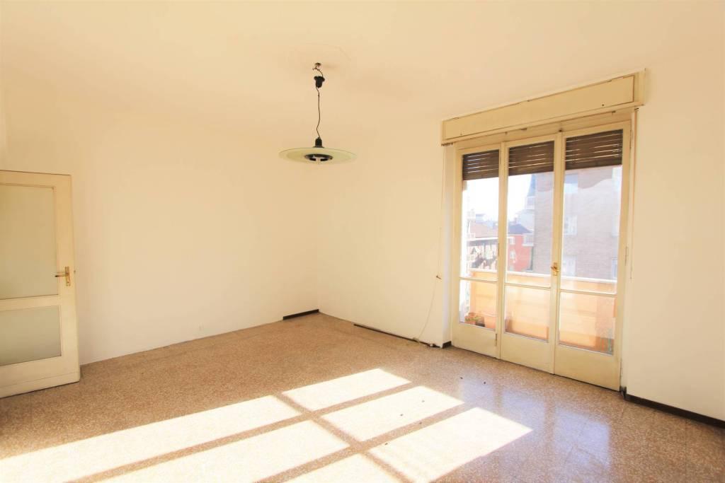 Appartamento in buone condizioni in vendita Rif. 9319732