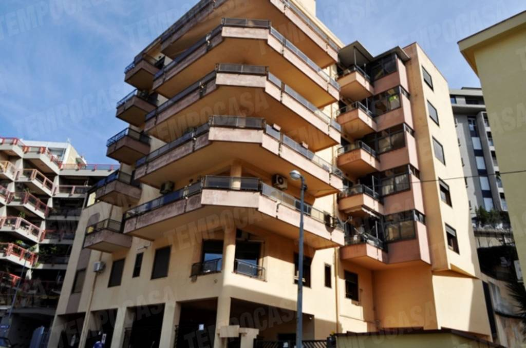 Appartamento in ottime condizioni in affitto Rif. 9317246