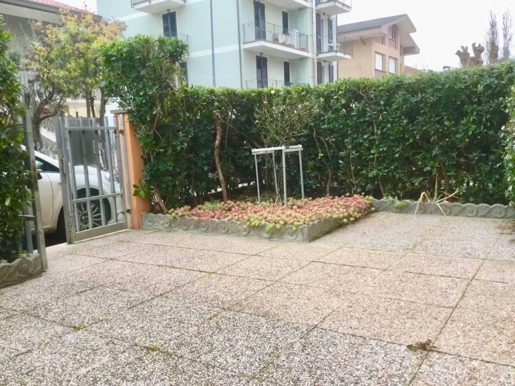 Appartamento in buone condizioni parzialmente arredato in vendita Rif. 9337409