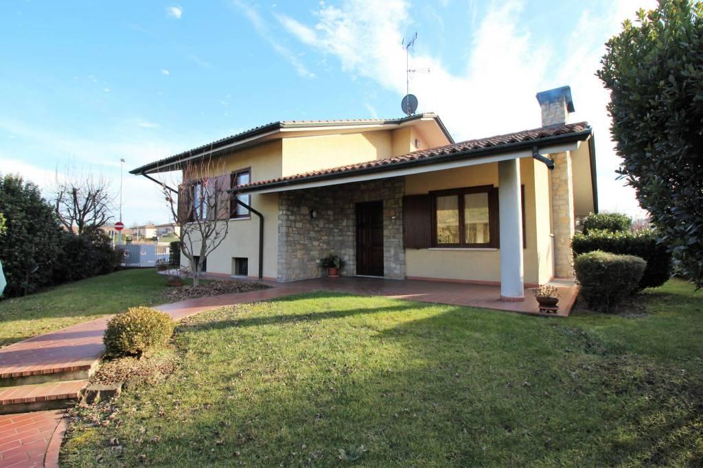 Villa 6 locali in vendita a Capriano del Colle (BS)