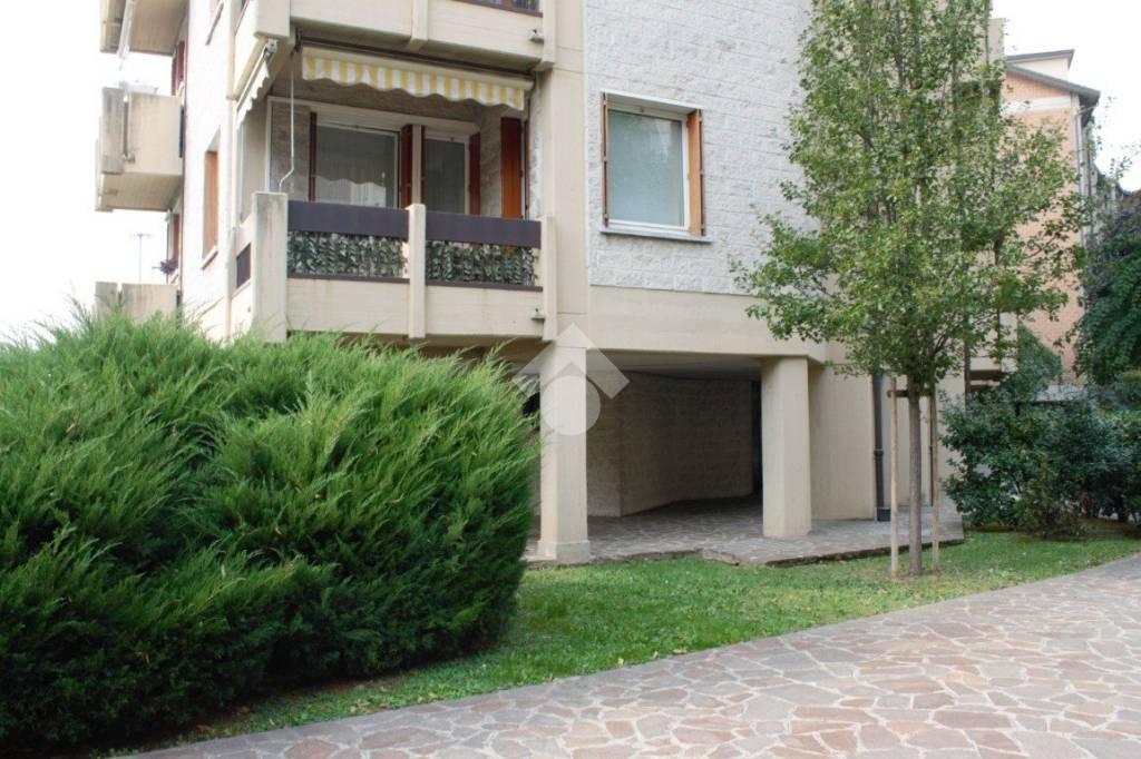 Appartamento in buone condizioni in vendita Rif. 9315918