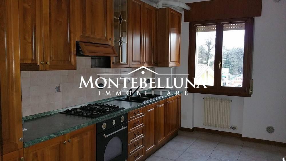Appartamento in buone condizioni in vendita Rif. 9317392