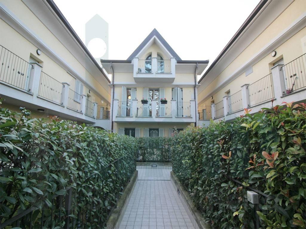 Appartamento in ottime condizioni in vendita Rif. 9319136