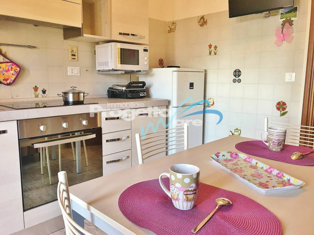 Appartamento in buone condizioni arredato in vendita Rif. 9316144