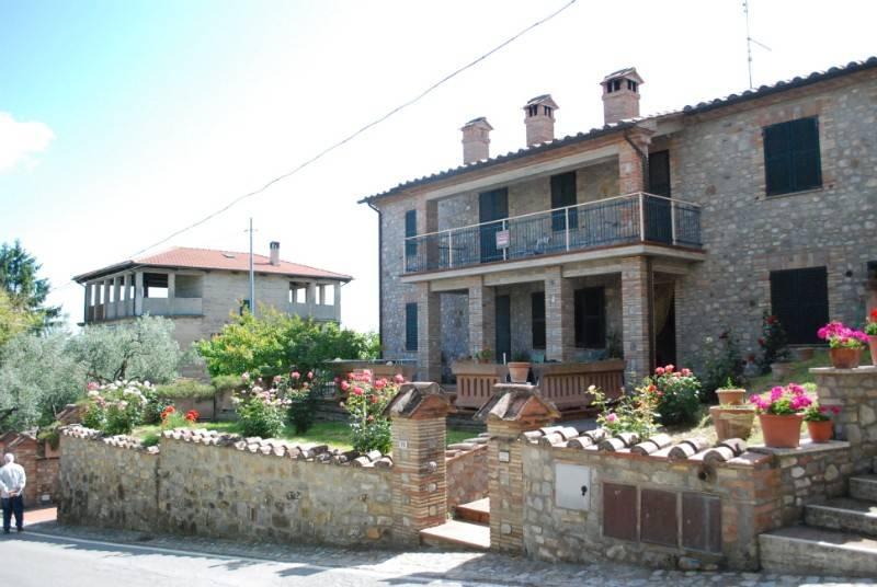 Casa indipendente in Vendita a Fabro Centro: 5 locali, 250 mq