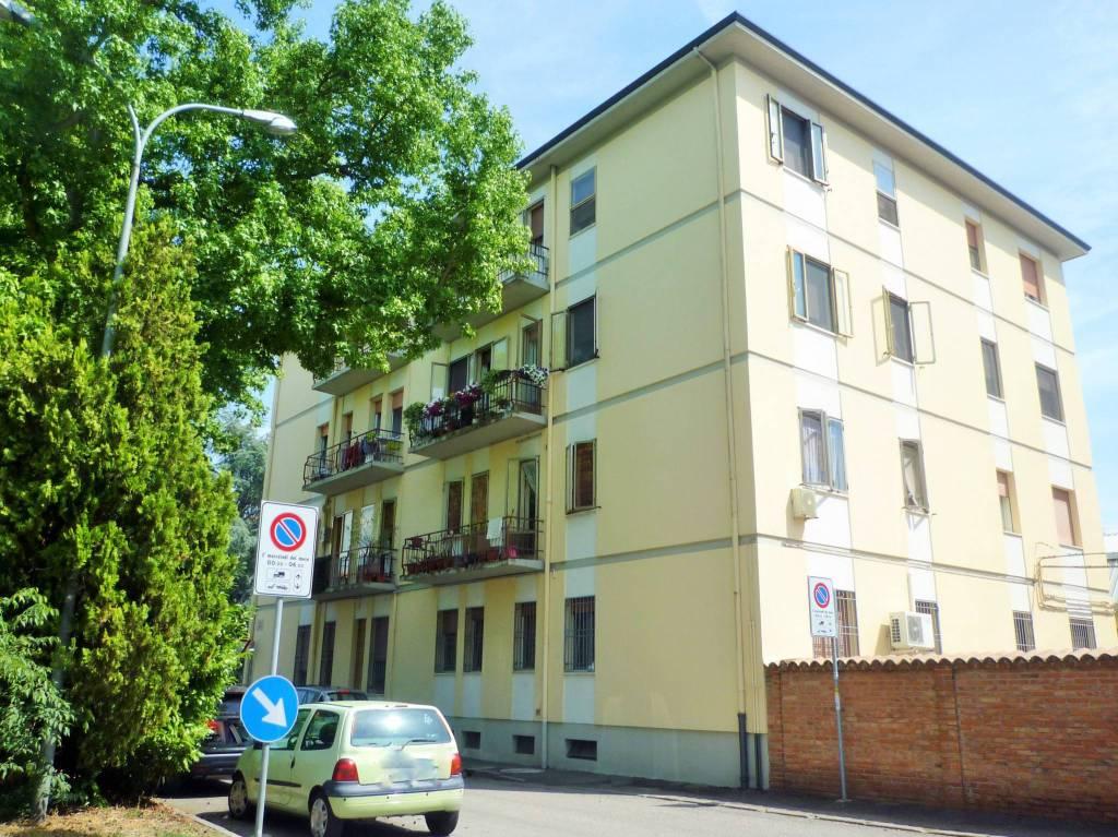 Appartamento in ottime condizioni arredato in affitto Rif. 9319232