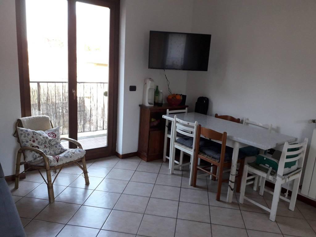 Appartamento in buone condizioni in vendita Rif. 9256501