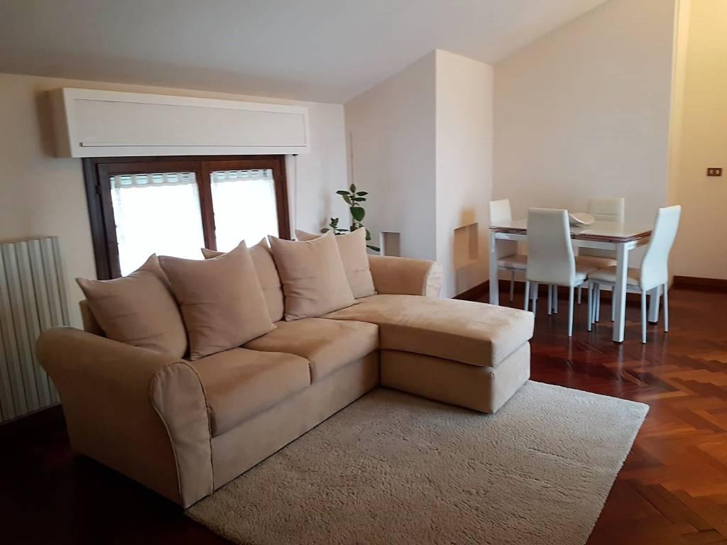 Appartamento in ottime condizioni parzialmente arredato in affitto Rif. 9317972
