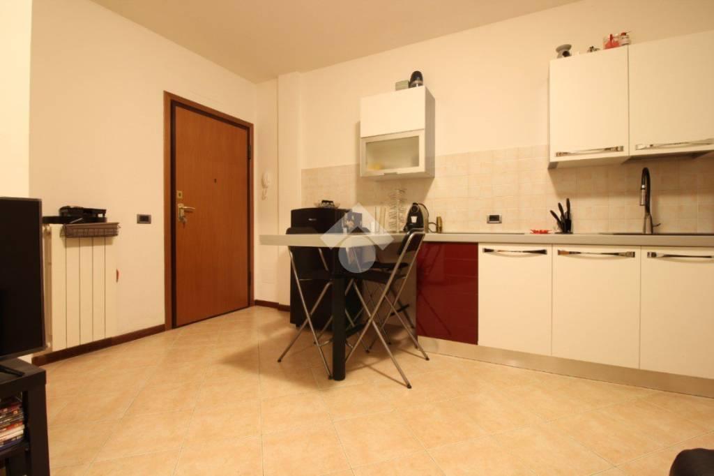 Appartamento in buone condizioni in vendita Rif. 9318408