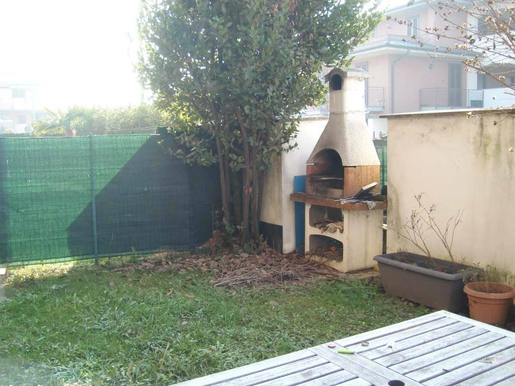 Appartamento in buone condizioni in vendita Rif. 9319714