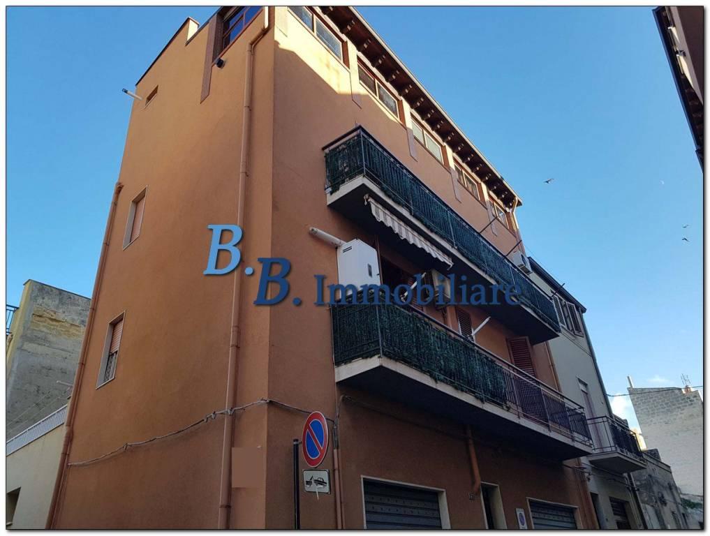 Appartamento in buone condizioni in vendita Rif. 9319058