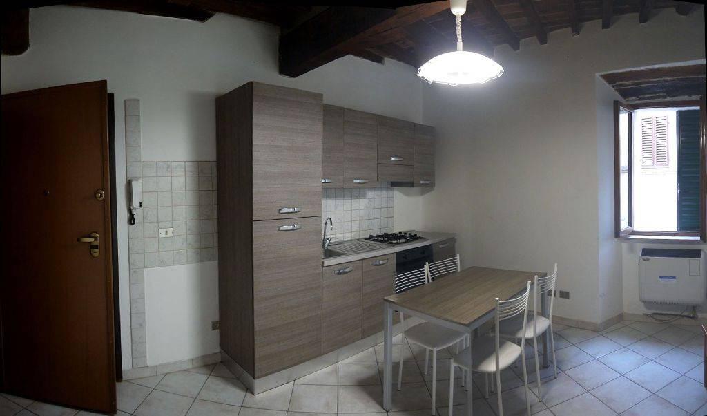 Appartamento in buone condizioni parzialmente arredato in affitto Rif. 9325258