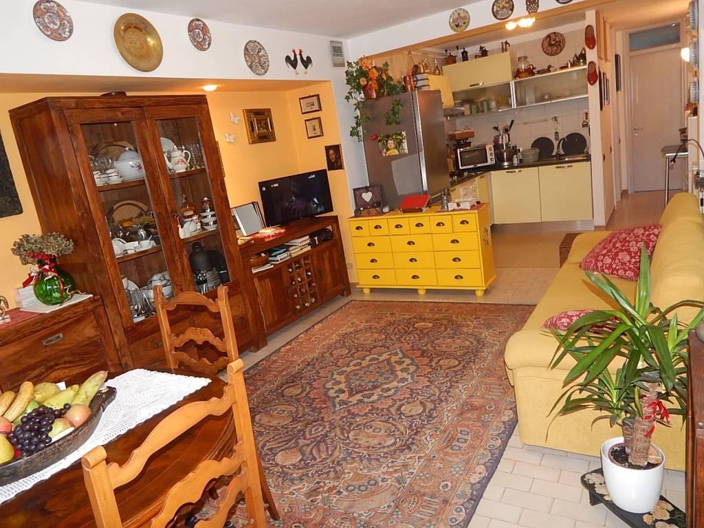 Appartamento in buone condizioni arredato in vendita Rif. 9151383