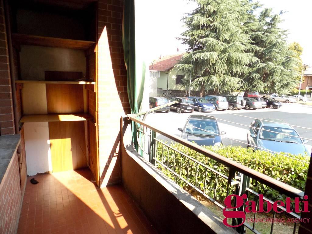Appartamento in buone condizioni in affitto Rif. 9333671