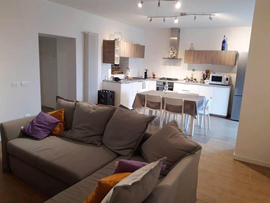 Appartamento in ottime condizioni arredato in affitto Rif. 9334177