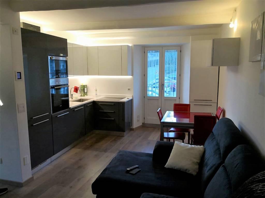 Appartamento in ottime condizioni arredato in vendita Rif. 9334152