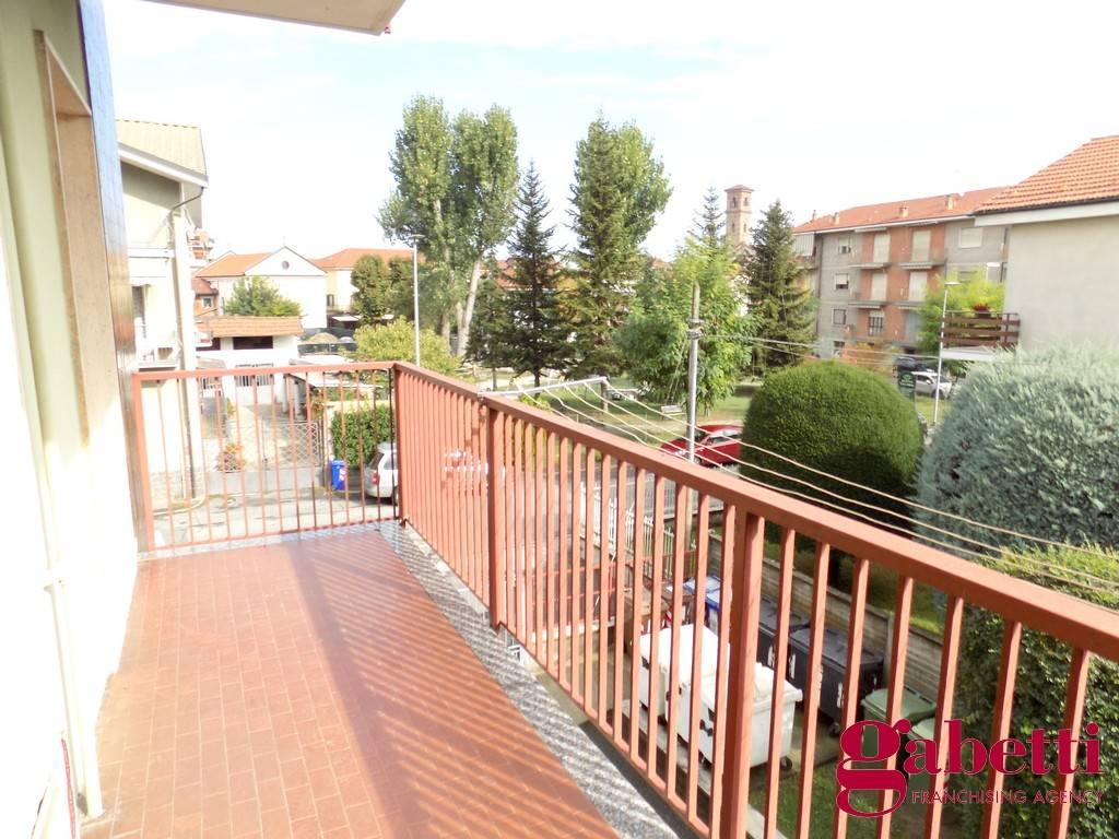Appartamento in buone condizioni in affitto Rif. 9333672
