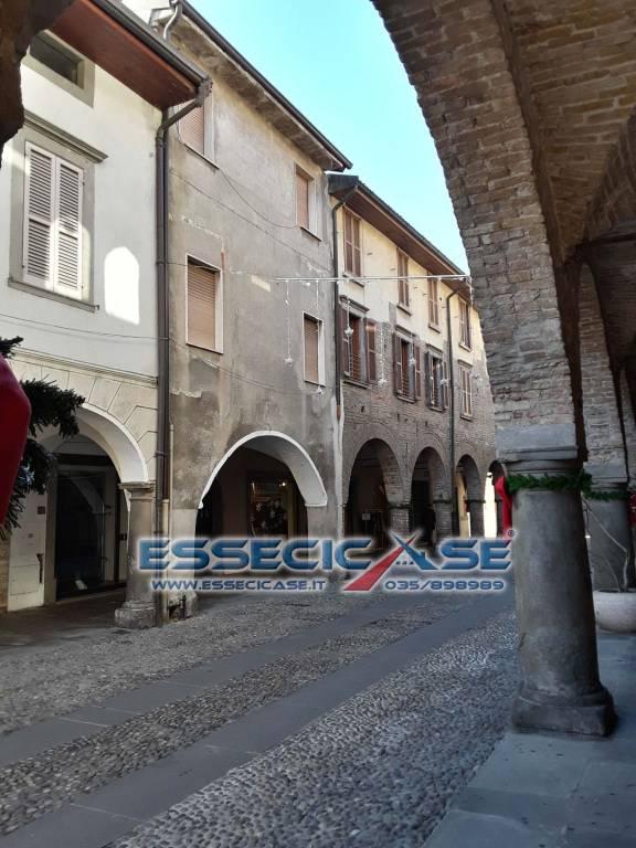 Appartamento trilocale in palazzo storico.