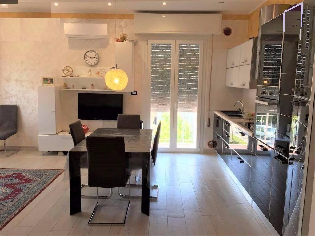 Appartamento in ottime condizioni arredato in vendita Rif. 9335377