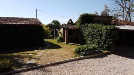 Rustico in Vendita a Perugia: 5 locali, 450 mq